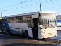 Автобус маршрута 572 , Дыбенко- Мга , на «Коле» врезался в отбойник