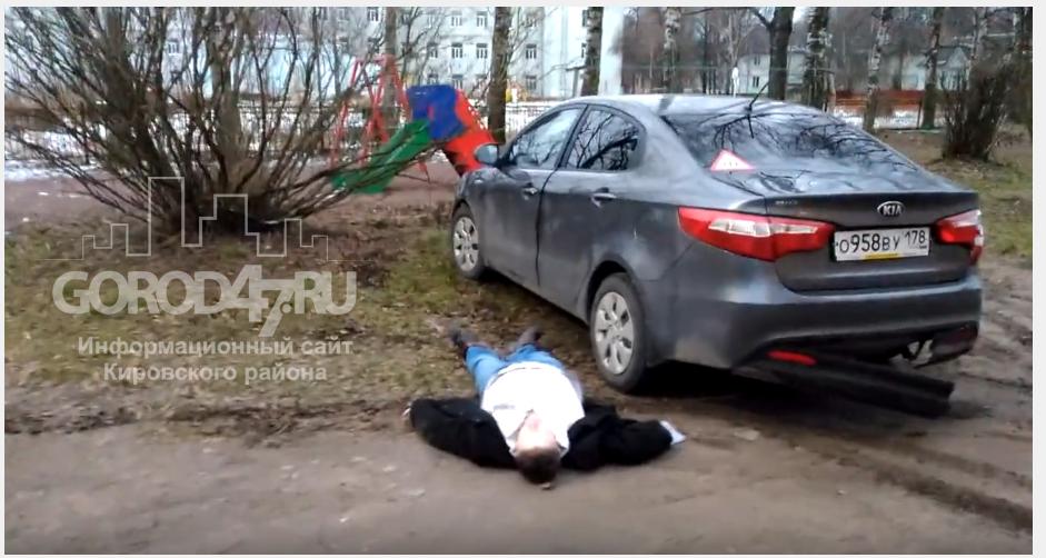 В Кировске, мужчина на Kia  въехал в дом