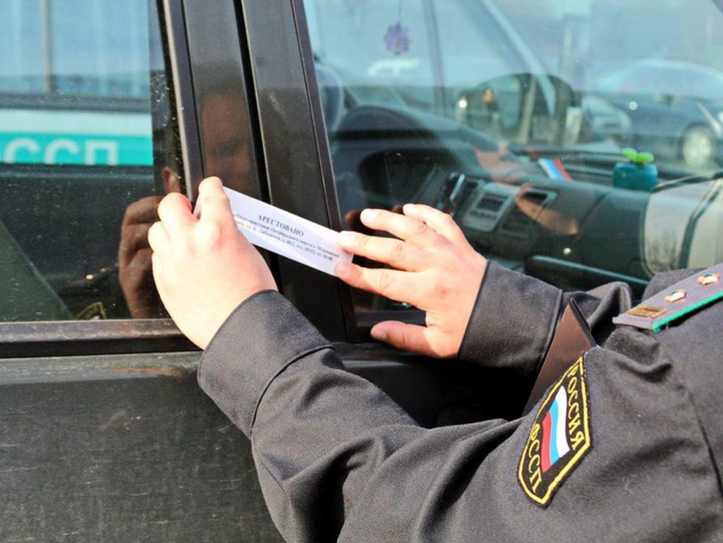 Суд наложил арест на машину руководителя Водоканала за получение взятки!