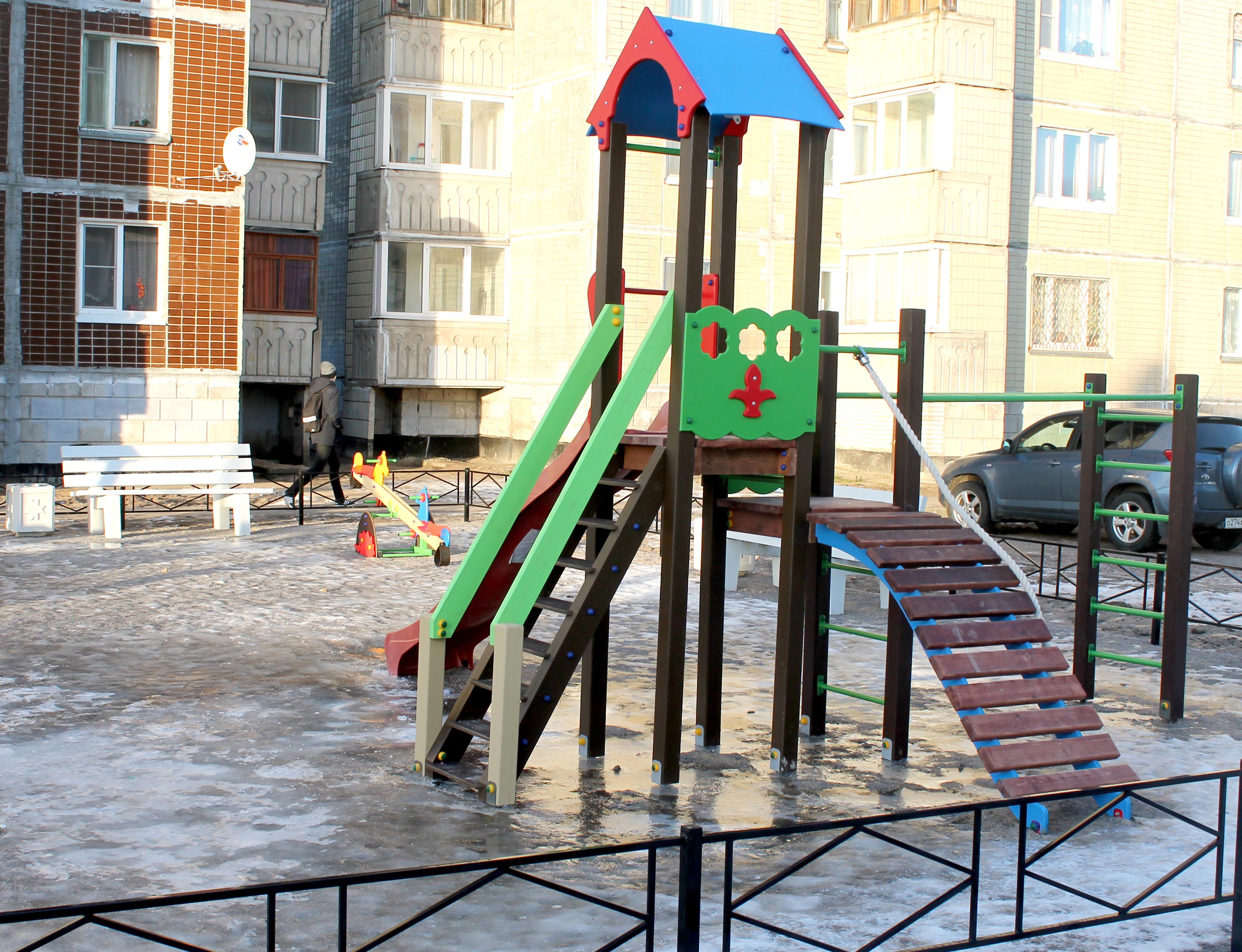 Приемка благоустроенных дворов в Кировске