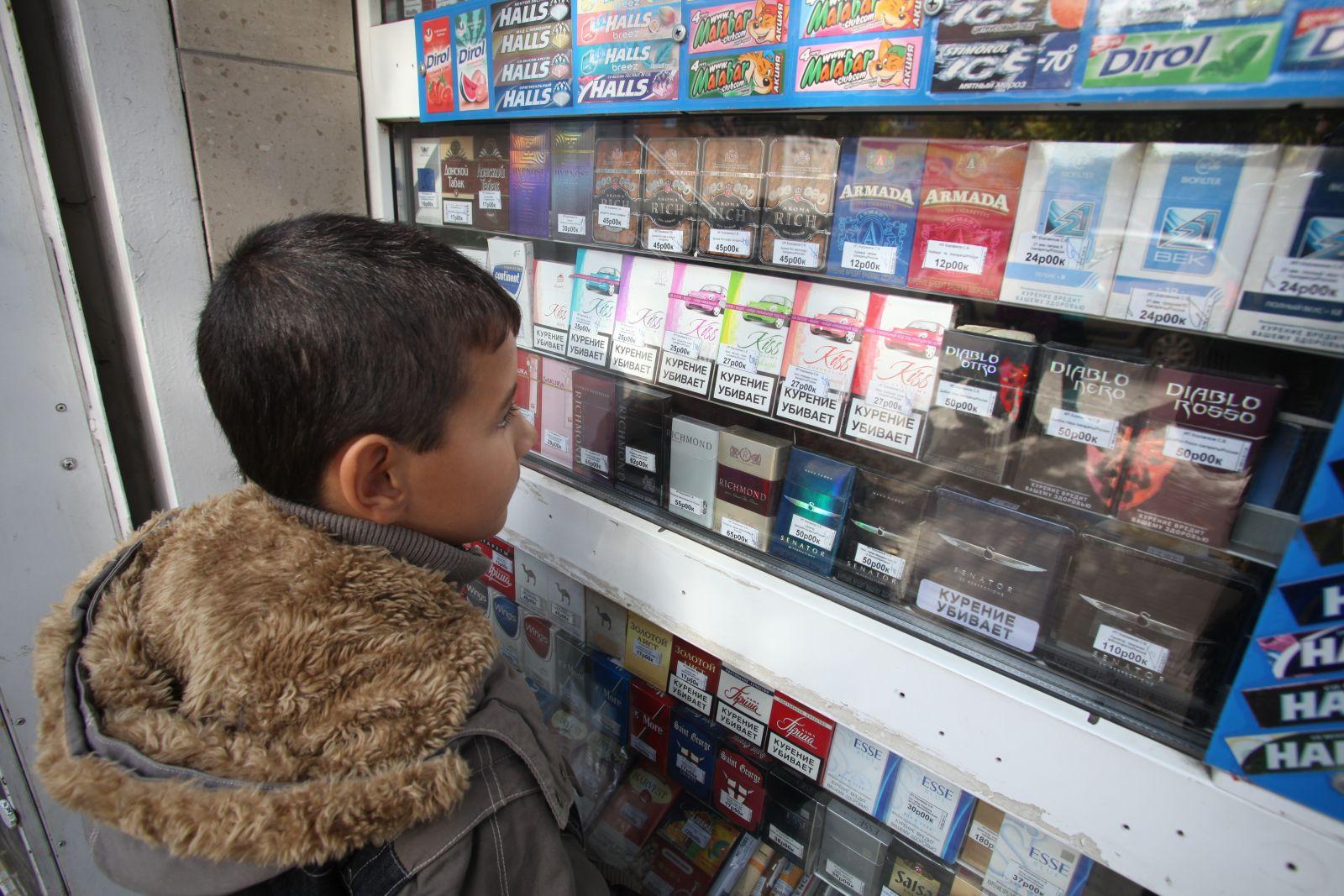 Директор магазина «Магнит» в Приладожском привлечен к ответственности за продажу табака вблизи школы искусств