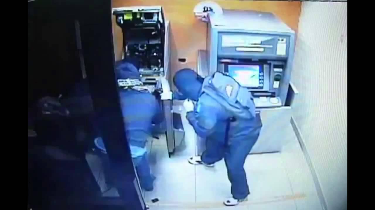 В Приладожском всрыли банкомат, украв более 2 млн. рублей