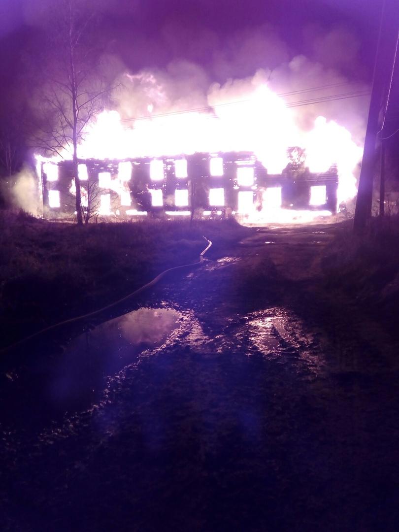 Во Мге сгорел заброшенный барак .