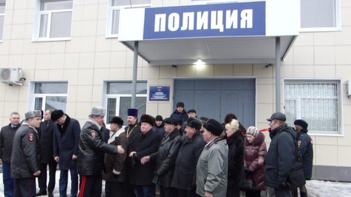 Полицейский в Кировске вымогал деньги у инспекторов ГИБДД, а помогал ему лже-сотрудник УСБ