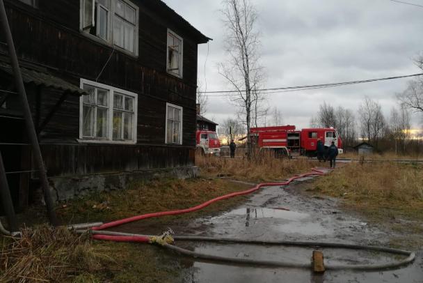 Из горевшего дома в Шлиссельбурге спасли пять человек