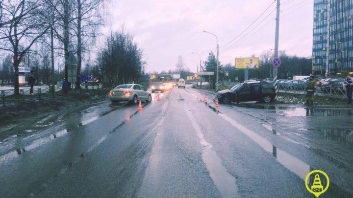 На Набережной в Кировске, произошло ДТП. Ищем свидетелей!