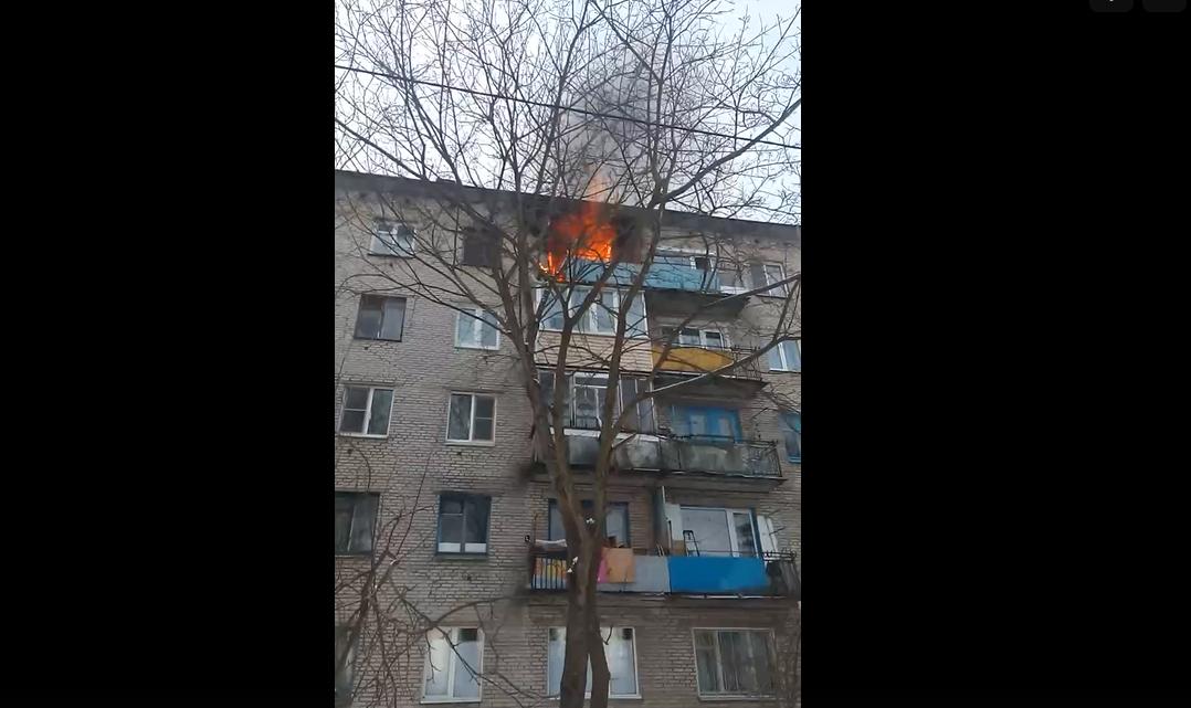 Из задымленной квартиры во Мге эвакуировали женщину