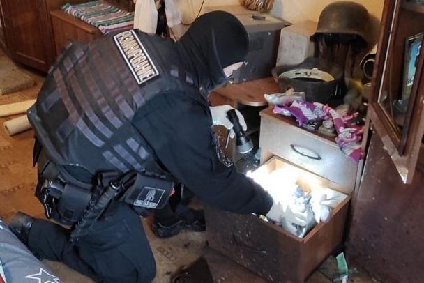 В квартире с рванувшим запалом в Павлово нашли чертову дюжину мин, порох и ручные гранаты